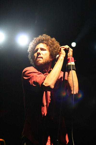399px-zach_de_la_rocha_at_2007_coachella_valley_music_and_arts_festival.jpg